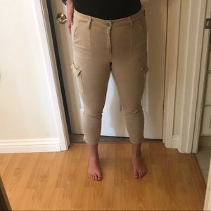 Khaki cropped pants 👖